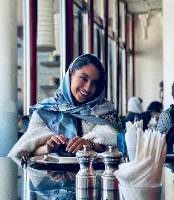 akbar-abdi-and-his-wife-12-600x750