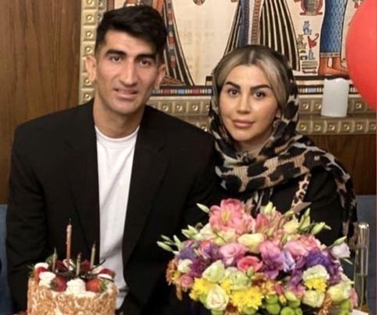 دابسمش عاشقانه علیرضا بیرانوند و همسرش در ماشین + عکس ماشین میلیاردی بیرانوند