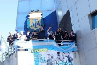 تصاویر استقبال از مسی و تیم ملی آرژانتین در بوئنوس آیرس