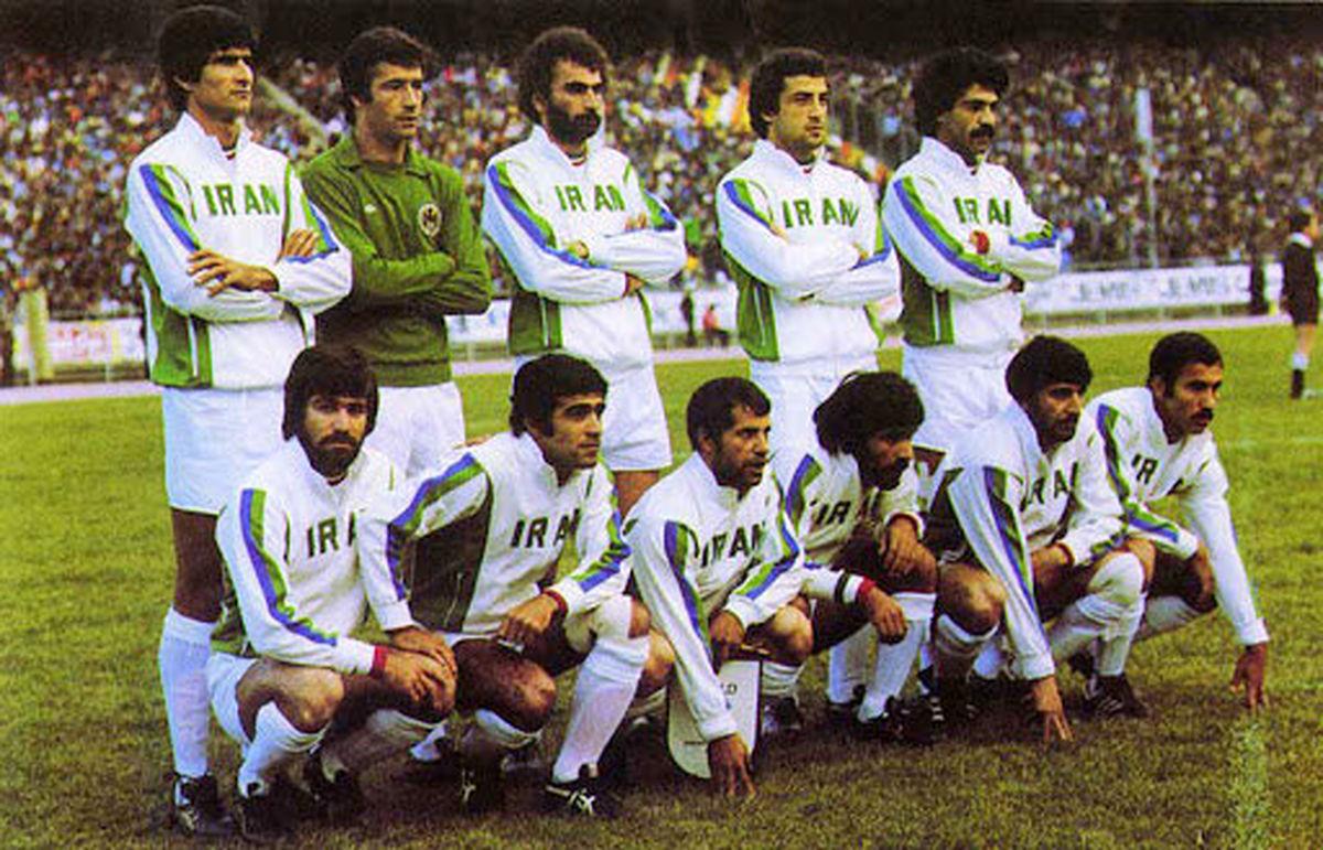 عکس زیبا از نماز خواندن ستاره های بزرگ تیم ملی
