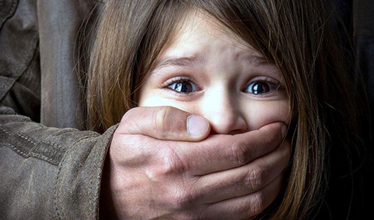 تجاوز وحشیانه زن شوهردار به دختر 8 ساله در ماشین! / دختر بی نوا جان داد + جزئیات