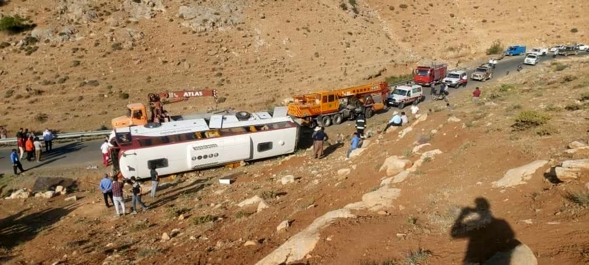 فیلمی از اتوبوس واژگون شده حامل خبرنگاران + اسامی و تصاویر فوت شدگان